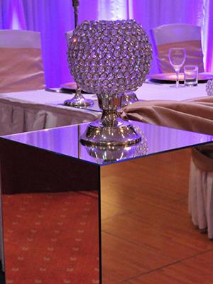 mirror-pedestal
