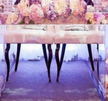 Clear-top-table-with-flowers